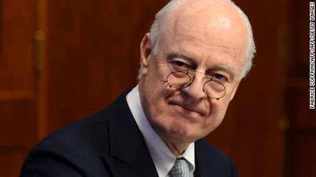 UN's top envoy to Syria, Staffan de Mistura, is urging Russia and the U.S. to revive  peace talks.