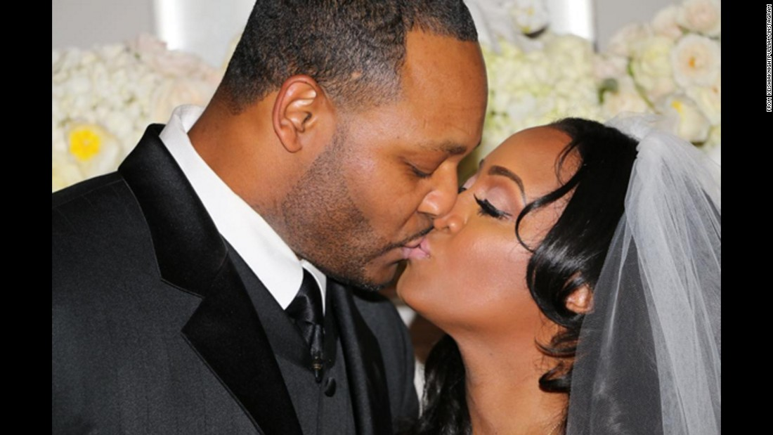 """Cosby Show"" actress Keshia Knight Pulliam wed former NFL player Ed Hartwell, she revealed on January 22 in an <a href=""https://www.instagram.com/p/BA2Wl6KSRh2/?taken-by=keshiaknightpulliam"" target=""_blank"">Instagram post </a>featuring a photo of the newlyweds locking lips. The news comes just a few weeks after Pulliam let slip in another post that the pair were engaged."