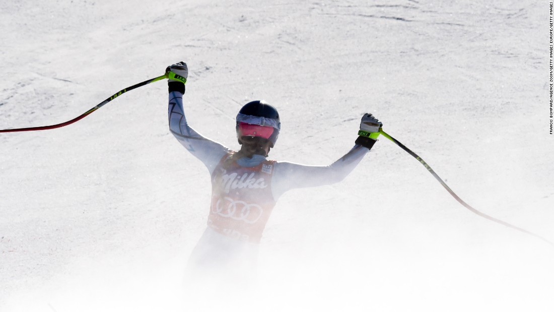 Vonn raises her arms after crossing the finish line at Cortina d'Ampezzo earlier in 2016.