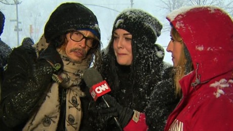 Steven Tyler: Stay inside and drink hot chocolate