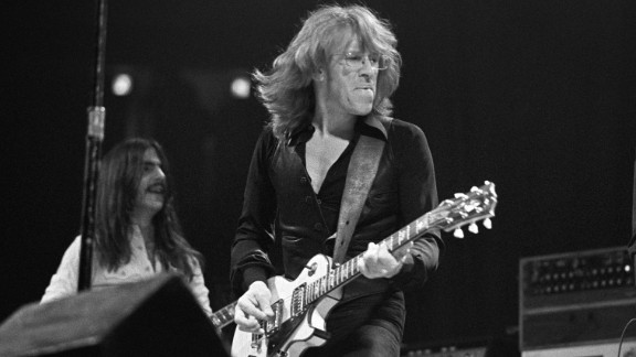 Paul Kantner, a guitarist in the