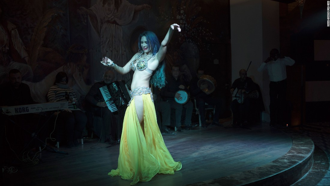 Sultan draws inspiration from the golden age of belly dancing and cinema. Her main influence is Samia Gamal and the styles of the 1940s and 1950s.