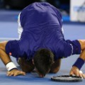 novak djokovic kisses floor