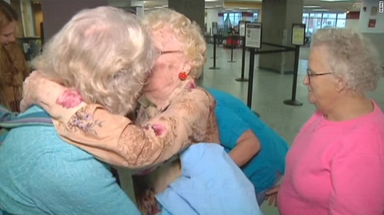 mother daughter reunited after 82 years_00013628