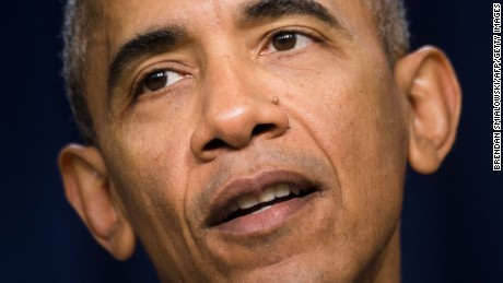 Obama visits U.S. mosque for first time as president