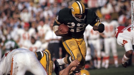 LOS ANGELES - JANUARY 15, 1967:  Runningback Elijah Pitts #22 of the Green Bay Packers runs with the ball during Super Bowl I on January 15, 1967 against the Kansas City Chiefs at the Memorial Coliseum in Los Angeles, California. (Photo by: Tony Tomsic/Getty Images)