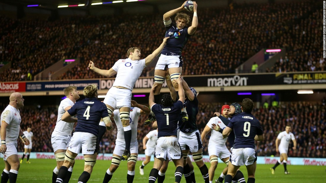 Jonny Gray of Scotland wins lineout ball under pressure from Joe Launchbury of England during the RBS Six Nations match between Scotland and England at Murrayfield Stadium on February 6, 2016 in Edinburgh, Scotland.