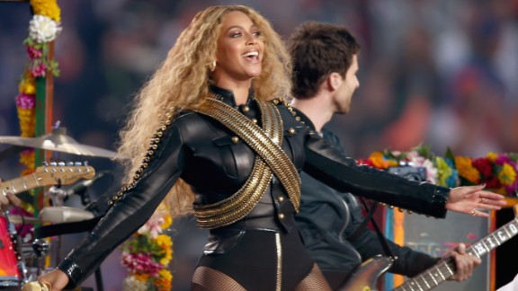 SANTA CLARA, CA - FEBRUARY 07:  Beyonce (R) performs onstage during the Pepsi Super Bowl 50 Halftime Show at Levi's Stadium on February 7, 2016 in Santa Clara, California.  (Photo by Matt Cowan/Getty Images)