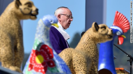 Pope Francis leads an open-air mass in San Cristobal de las Casas, in Chiapas, Mexico, on February 15, 2016. Pope Francis is in Mexico for a trip encompassing two of the defining themes of his papacy: bridge-building diplomacy and his concern for migrants seeking a better life.   AFP PHOTO / GABRIEL BOUYS / AFP / GABRIEL BOUYS        (Photo credit should read GABRIEL BOUYS/AFP/Getty Images)