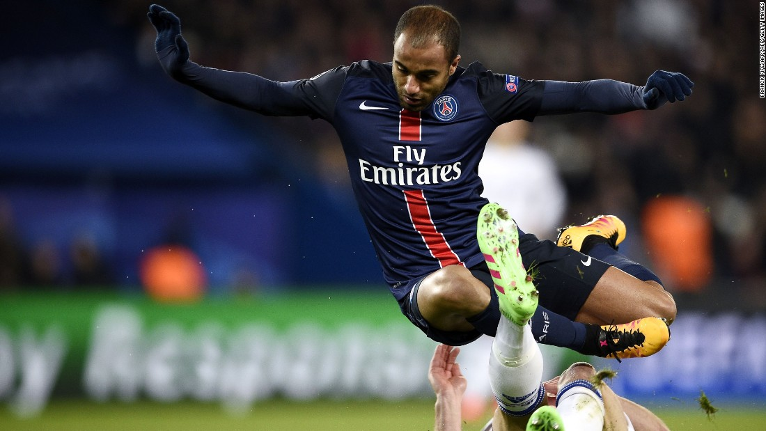 It was PSG which started the brighter with Lucas Moura, the Brazilian midfielder, causing Chelsea's defense problems in the opening exchanges.