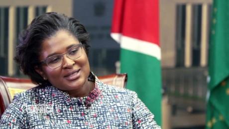 De First Lady van Namibië geeft hier een krachtige videoboodschap aan de beschaamde trollen
