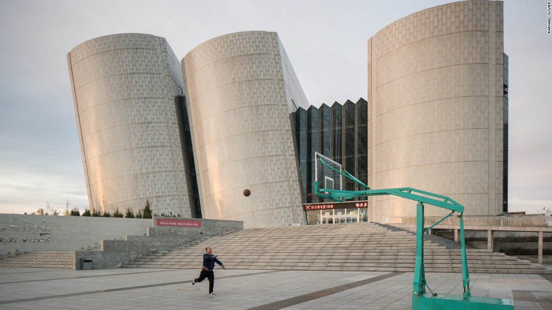 Ordos, China's largest ghost town - the abandoned city