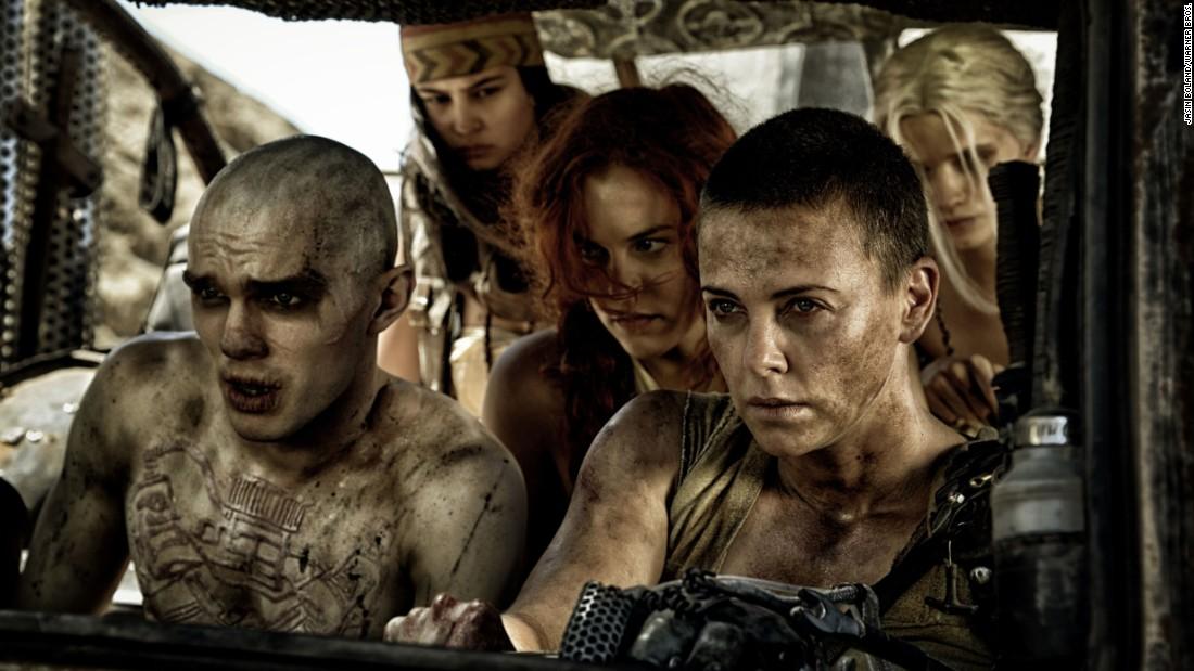 Charlize Theron được thông qua cho phần tiền truyện 'Mad Max' là 'một chút đau lòng'