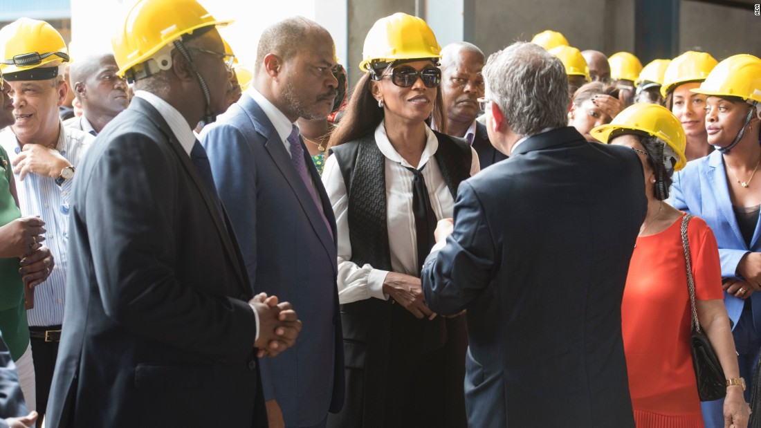 Choucair greeting Economic Minister Abraão Gourgel and First Lady Ana Paula dos Santos at the facility. The project enjoys government support, in the hope it can reduce Angola's reliance on costly imports.