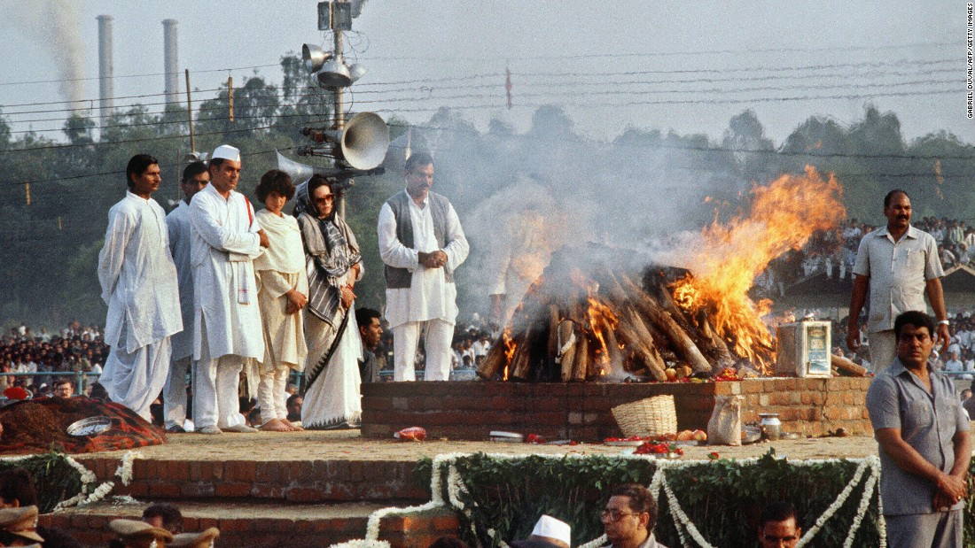"<strong>Last rites for a fallen leader:</strong> In October 1984, longtime Indian Prime Minister Indira Gandhi was shot to death by a pair of Sikh household guards, four months after she had ordered an attack on a Sikh temple in Amritsar. The night before she died, <a href=""http://news.bbc.co.uk/onthisday/hi/dates/stories/october/31/newsid_2464000/2464423.stm"" target=""_blank"">she said</a> at a rally: ""I don't mind if my life goes in the service of the nation. If I die today, every drop of my blood will invigorate the nation."""