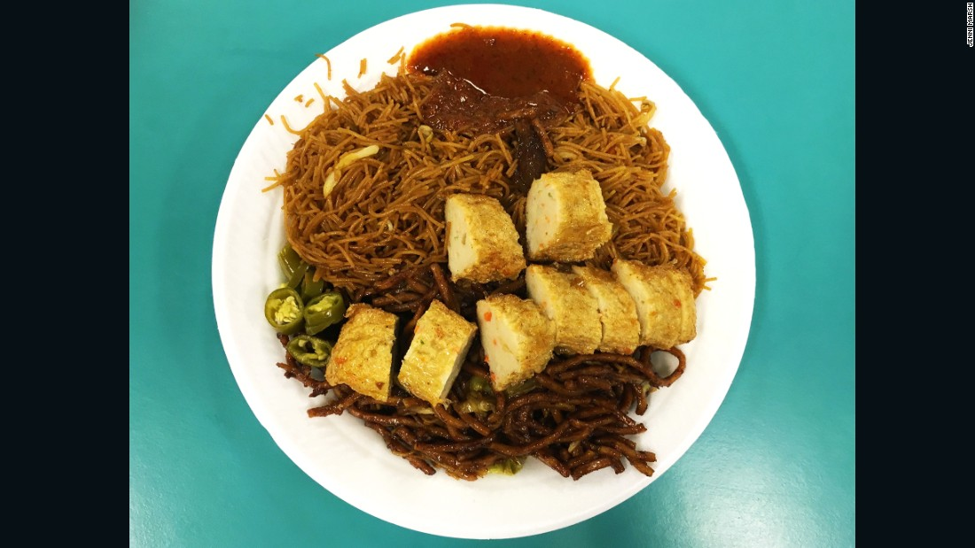 Fried bee hoon (rice vermicelli) and tofu at Singapore Airport's staff canteen in Terminal 1.