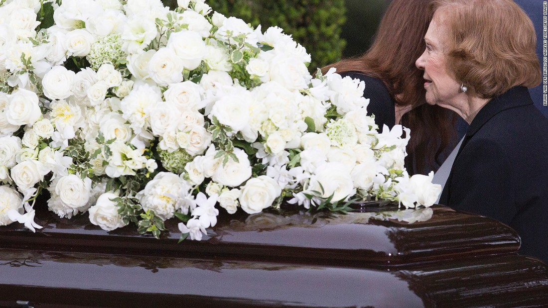 Former first lady Rosalynn Carter pauses at Nancy Reagan's casket.