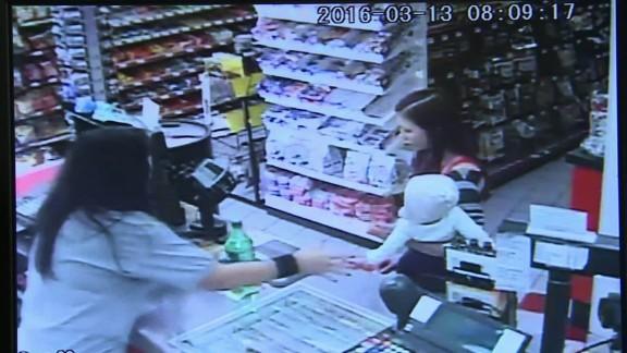 clerk saves baby mom seizure dnt_00002913.jpg