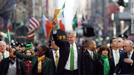 NEW YORK, NY - MARCH 17:  New York Mayor Bill de Blasio and his wife Chirlane McCray marches in the annual St. Patrick's Day parade, one of the largest and oldest in the world on March 17, 2016 in New York City. Now that a ban on openly gay groups has been dropped, Mayor de Blasio is attending the parade for the first time since he became mayor in 2014. The parade goes up Fifth Avenue ending at East 79th Street and will draw an estimated 2 million spectators along its 35-block stretch.  (Photo by Spencer Platt/Getty Images)