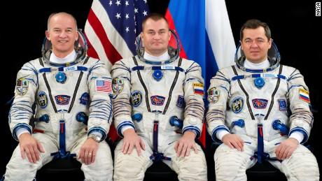 New space crew docks at ISS