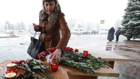 People leave tributes to crash victims at the Rostov-on-Don airport.