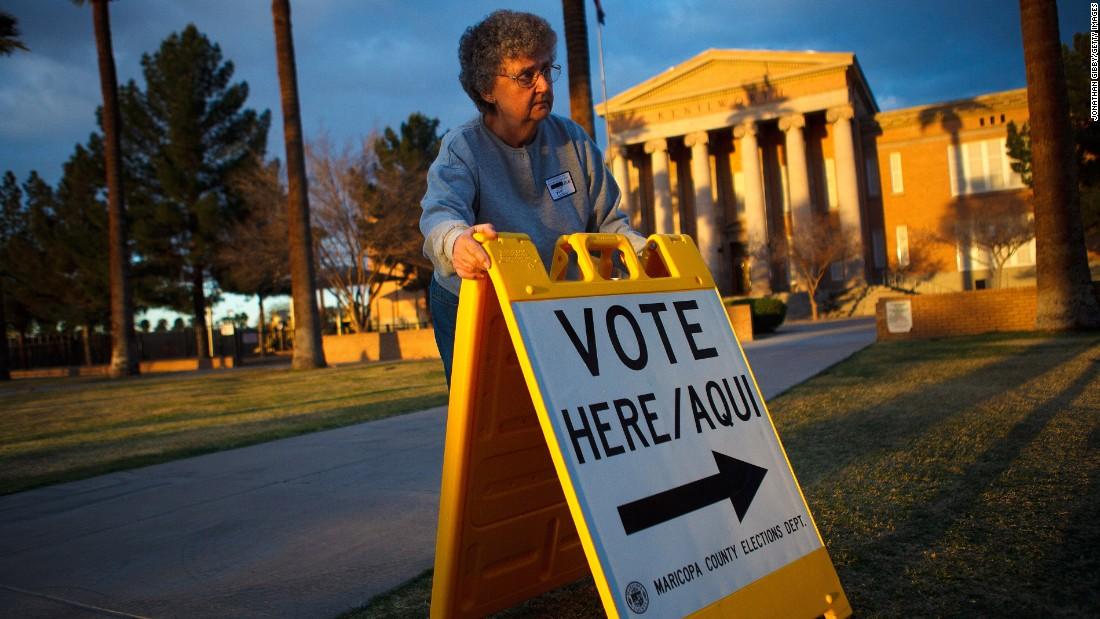 Hillary Clinton, Bernie Sanders campaigns join DNC suit over