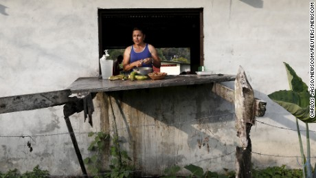 A Cuban migrant cuts vegetables in a provisional shelter in Paso Canoas, Panama, on March 21.