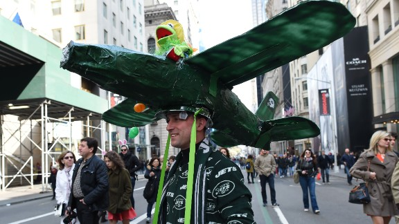 Kermit the Frog makes an appearance in this aviation-themed bonnet.