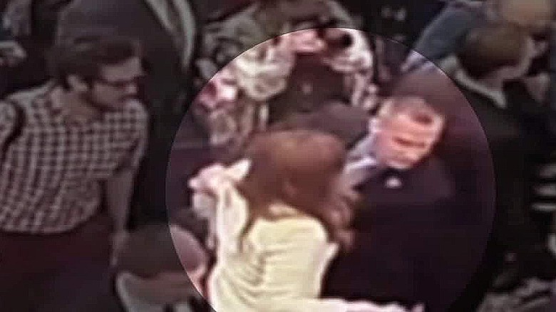Trump sides with campaign manager amid assault charge