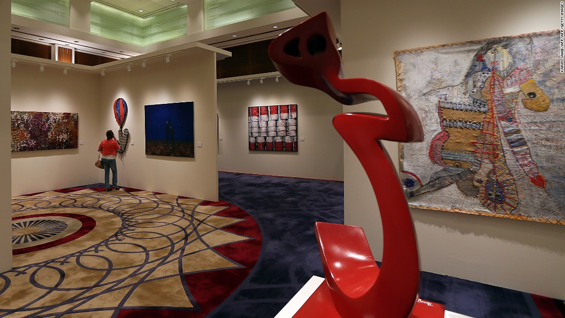 "Iranian artist Parviz Tanavoli's ""heech"" statue featured in an exhibition in Dubai October 2012."