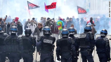 france.protests against reform howell pkg_00002314