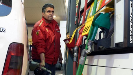 A petrol station employee refuels a car with diesel oil whilst other pumps remain out of service on June 21, 2012 in Buenos Aires, on the second day of the truck drivers strike which threatens with interrupting the supply of fuel to the public. CGT labor union leader Hugo Moyano on Wednesday announced a national truckers strike, forcing President Cristina Kirchner to advance her return from Rio de Janeiro, where she was taking part in the Rio+20 gathering.      AFP PHOTO/DANIEL GARCIA        (Photo credit should read DANIEL GARCIA/AFP/GettyImages)