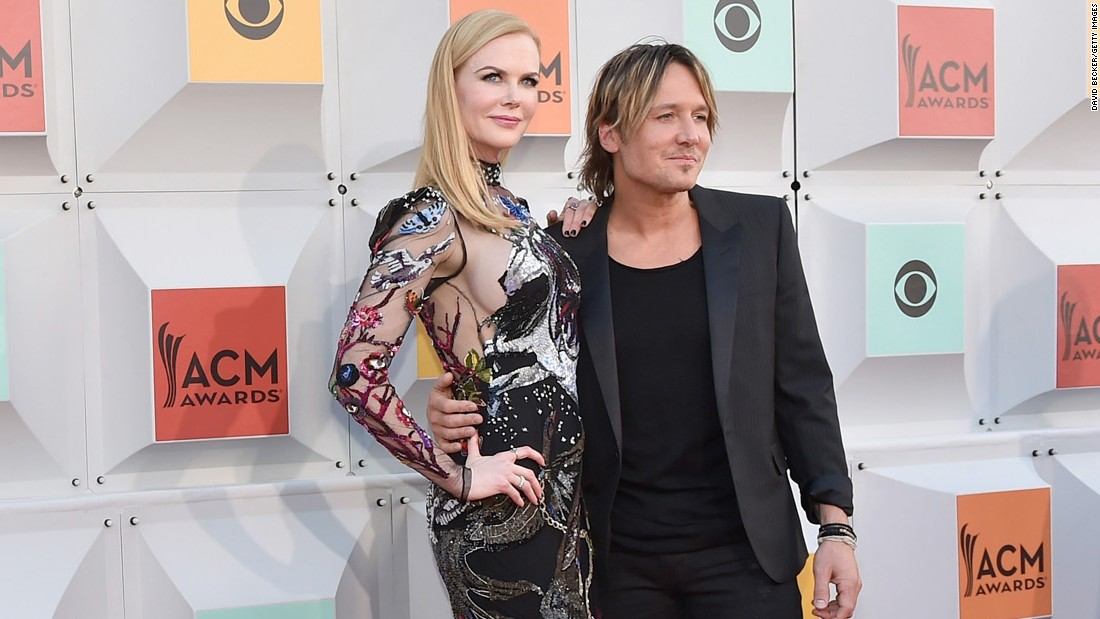 Nicole Kidman duets with Keith Urban