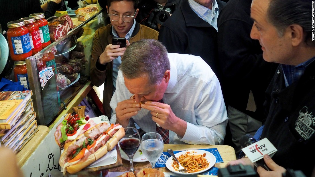 Republican presidential candidate John Kasich has lunch at a New York deli on Thursday, April 7.