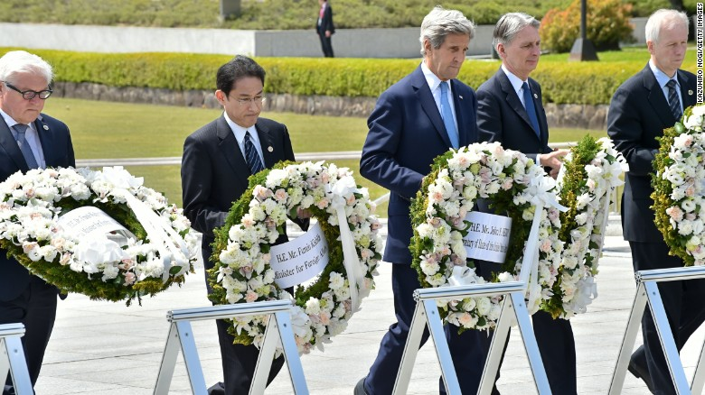 John Kerry makes emotional visit to Hiroshima memorial
