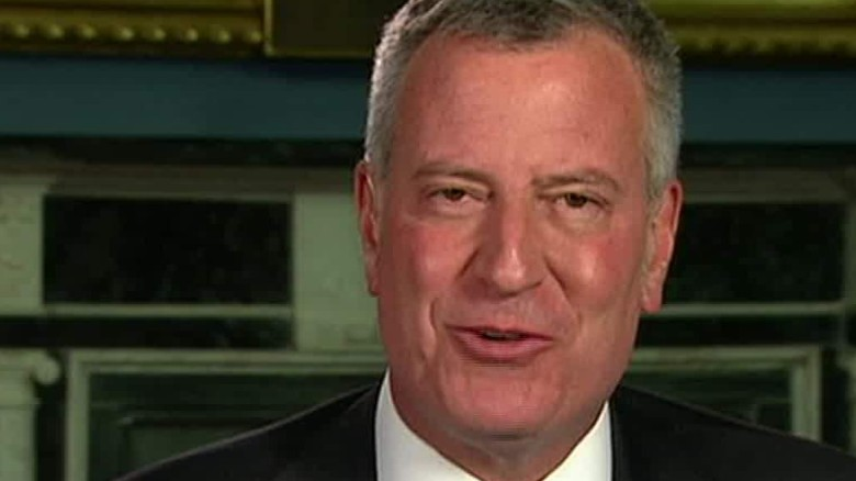 N.Y. mayor defends joke, says 'clearly staged'
