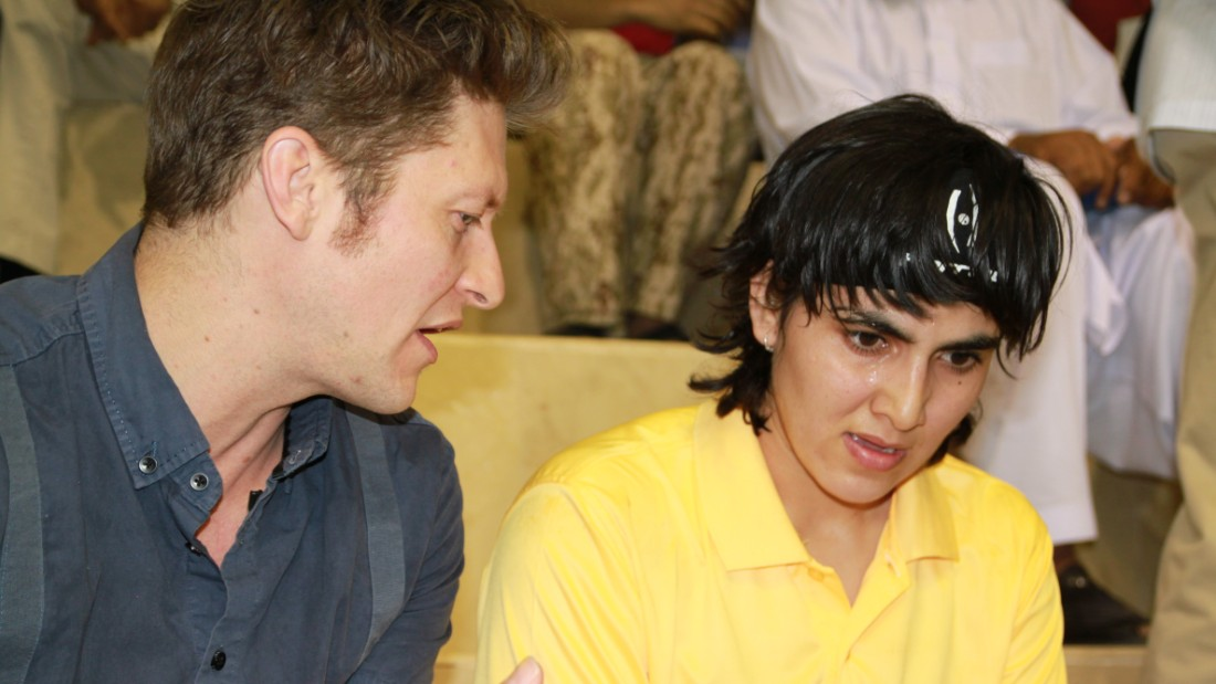 Jonathon Power coaching Maria at a tournament in Pakistan, 2013.