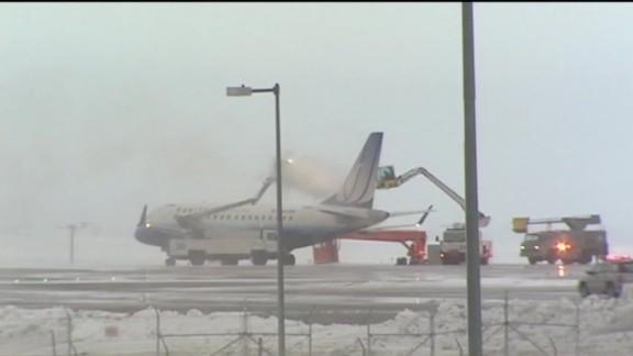 Denver snow travel flights cancelled_00000107.jpg