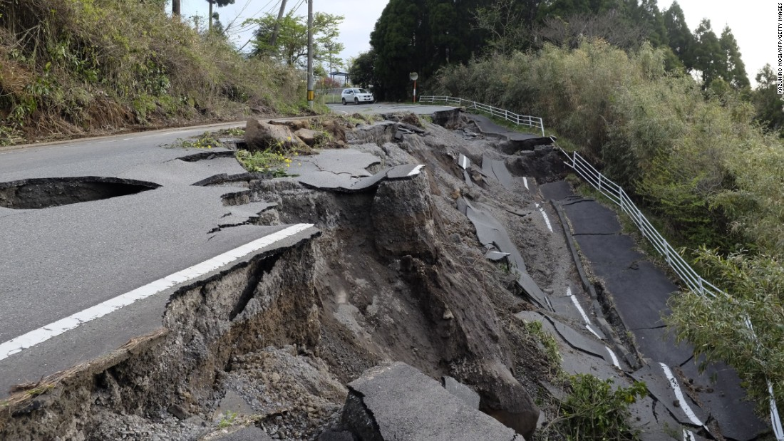 A road collapsed in a landslide caused by earthquakes in Minamiaso on April 17.