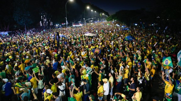 Protesters in Sao Paolo, opposed to the impeachment, watch the voting session on television en masse.