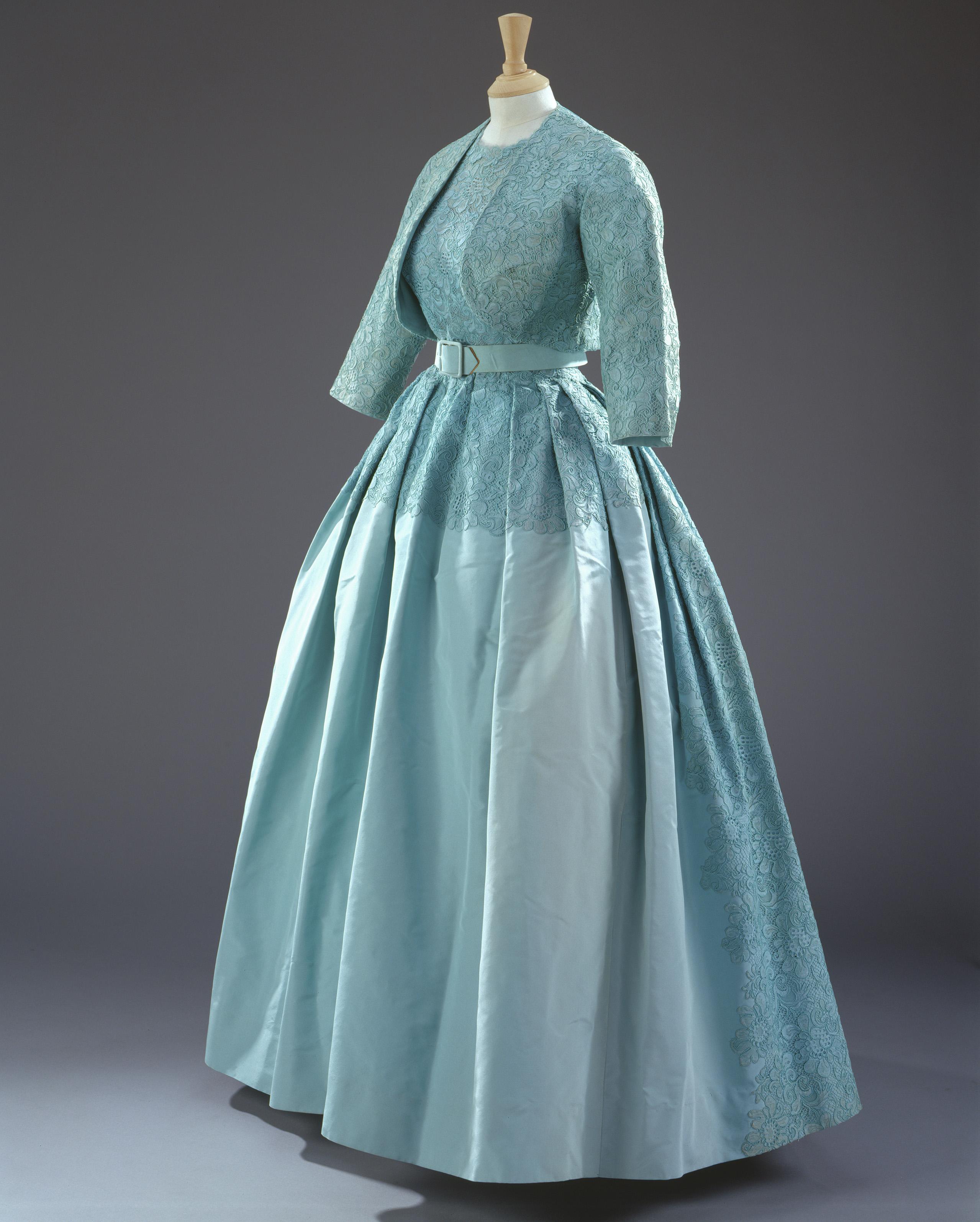 What\'s inside Queen Elizabeth II\'s closet? - CNN Style