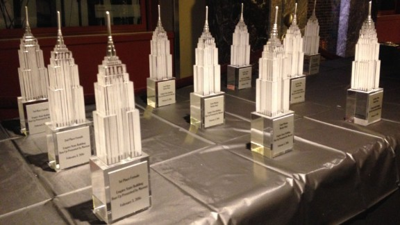 After the awards ceremony, in which glass statues of the Empire State Building are handed out, many runners head to a local bar.