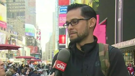cnnee showbiz fan ny reaccion muerte prince times square_00011618