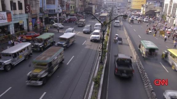 Manila Bourdain travel minute orig_00004107.jpg