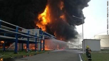 Location of the fire is at the Jiangsu Deqiao Storage Company Ltd in the New Port Industrial Park in Jingjiang city.  The fire reached 20 - 30 meters in the air with thick mushroom-like smoke.  According to rescue workers at the scene, the burning articles were two gas containers.  The company's main business is in storing, transferring, repartitioning and packaging liquid oil/gas products.  The factory zone has 12 fuel containers, diesel containers and gasoline containers, and 30 chemical storage containers.  