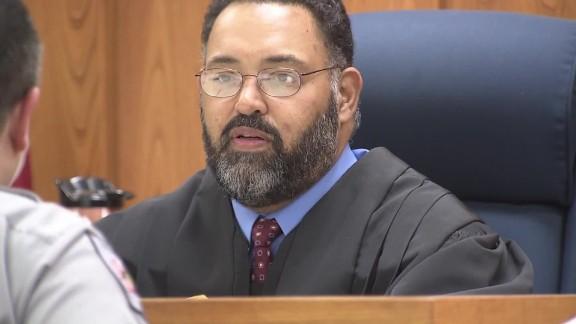 Judge spends night in jail veteran pkg_00004317.jpg