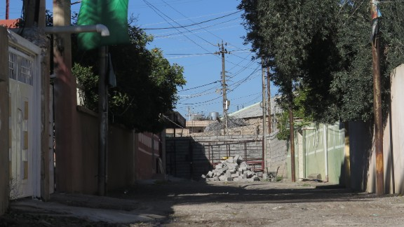 A wall that was erected between Turkmen and Kurdish neighborhoods during a previous wave of violence in Tuz Khurmatu, Iraq, in December.