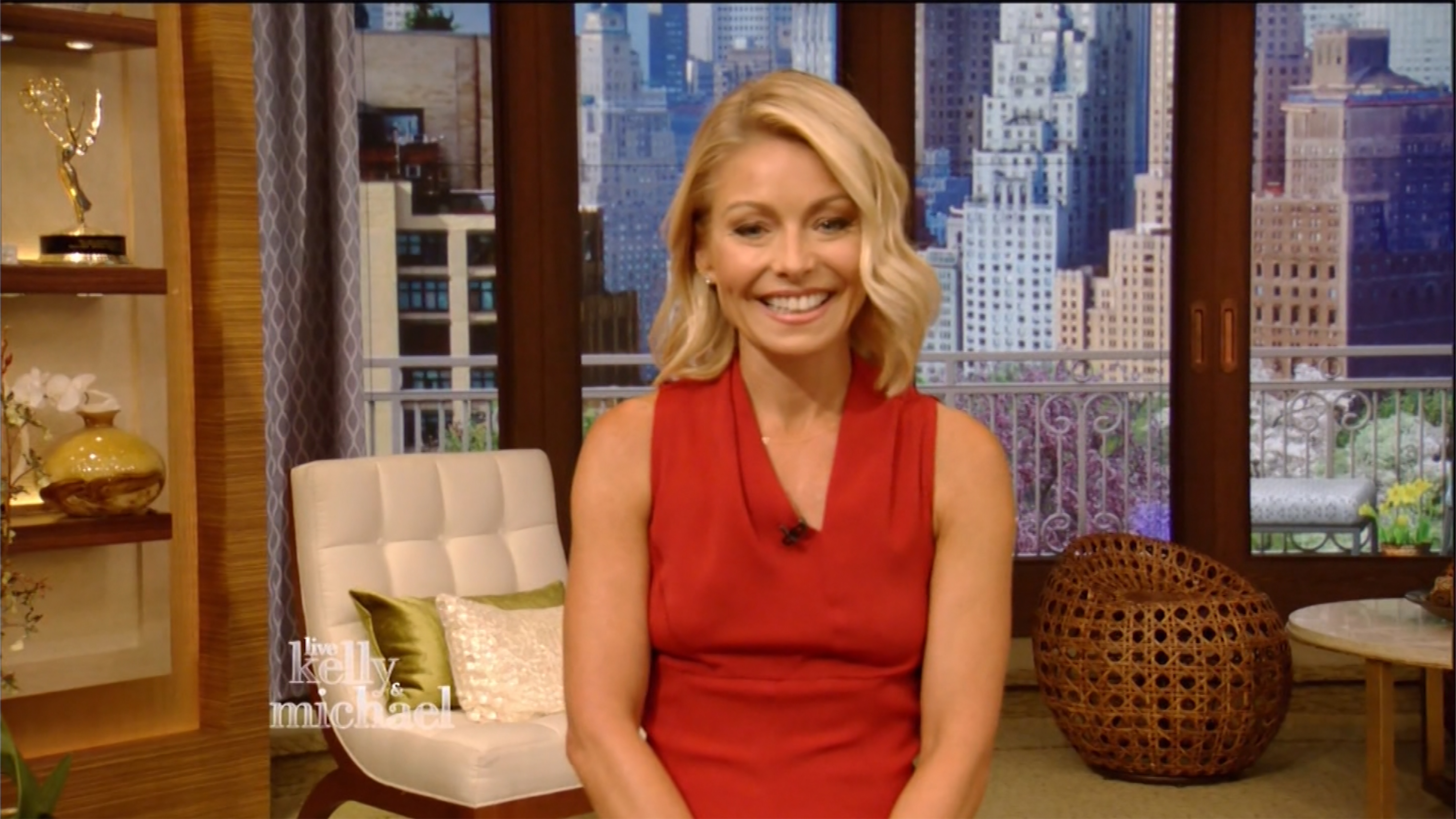 Watch Kelly Ripas Emotional Return to Live Watch Kelly Ripas Emotional Return to Live new picture