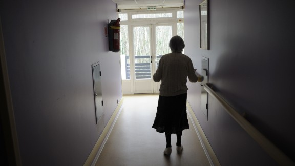 A woman, suffering from Alzheimer