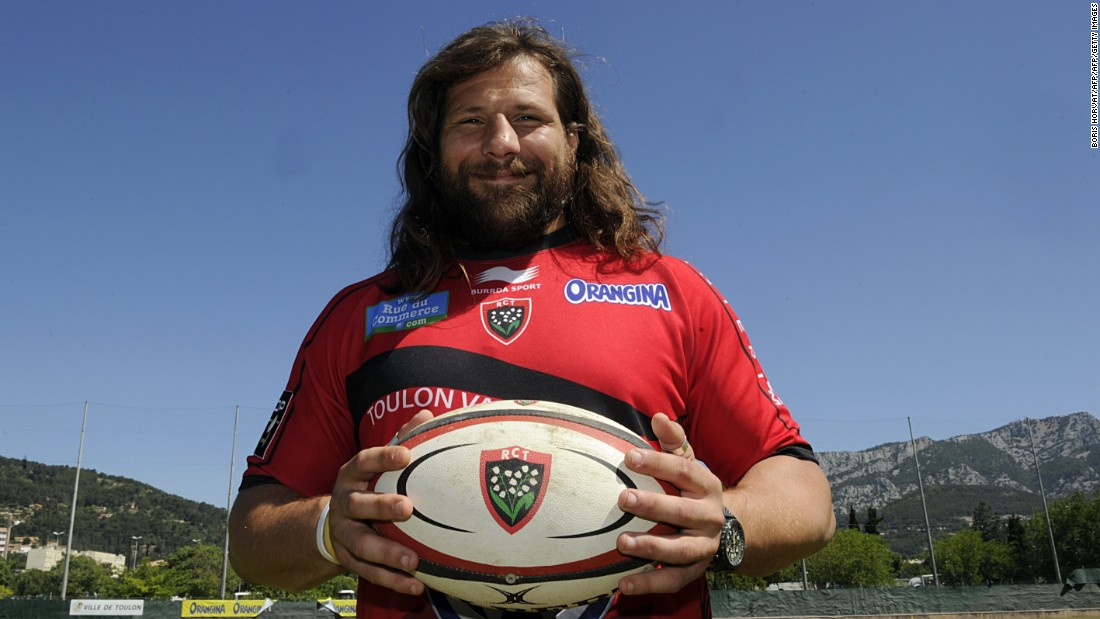 He left to join French club Toulon in 2014 before moving to Racing in 2015.